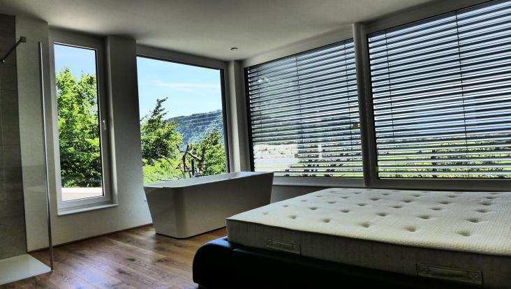 moderne fliesen wohnbereich k che wohnzimmer. Black Bedroom Furniture Sets. Home Design Ideas